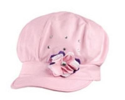 Un chapeau style gavroche porté par Lysa