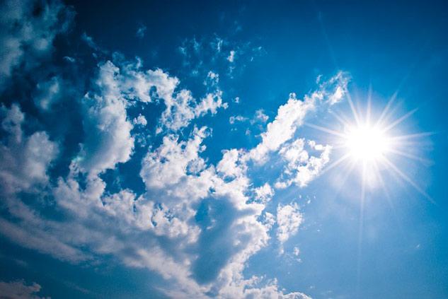 le soleil, l'ennemi de la tête de bébé