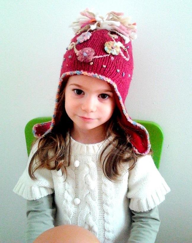Test réalisé sur un bonnet tricoté de couleur cerise pour fille